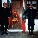 Гордите активисти около венеца