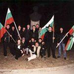 Всички активисти пред паметника на апостола