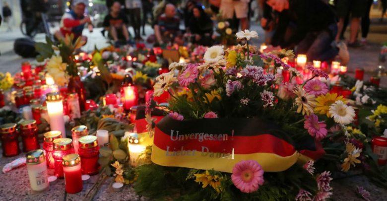 Венци на мястото на убийството в Кемниц